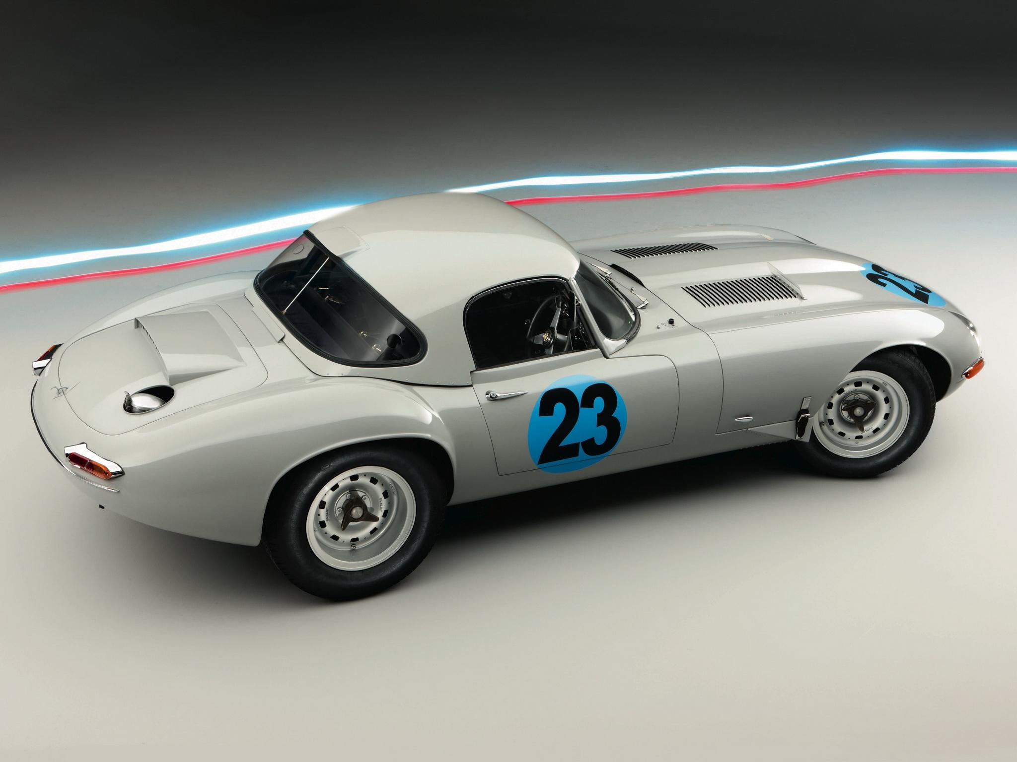 Zaproszenie na 60. urodziny Jaguara E-type. Czas pobić rekord klasyków!