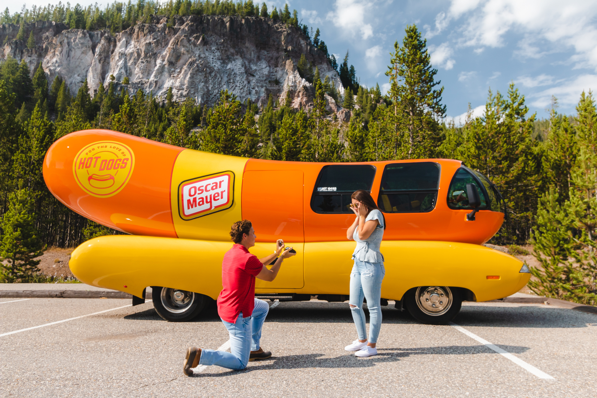Planujesz wyjazd? Sprawdź mobilny nocleg w swoim ulubionym fast foodzie! Apetyczny hot dog czeka