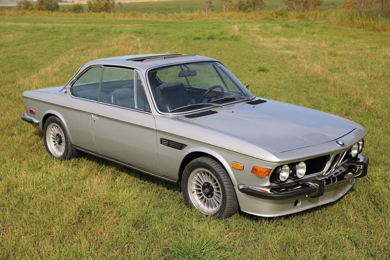 BMW E9 w ciekawej wersji rajdowej jest na sprzedaż. Cena? Całkiem OK