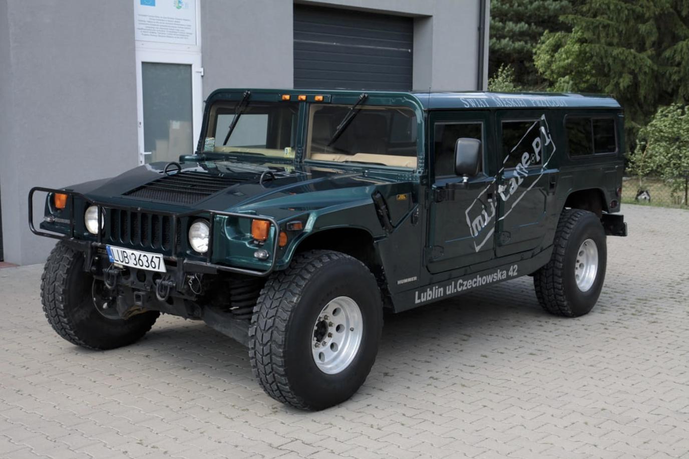 Militarne.pl sprzedaje swojego Hummera H1. Auto robi wrażenie, podobnie jak jego cena
