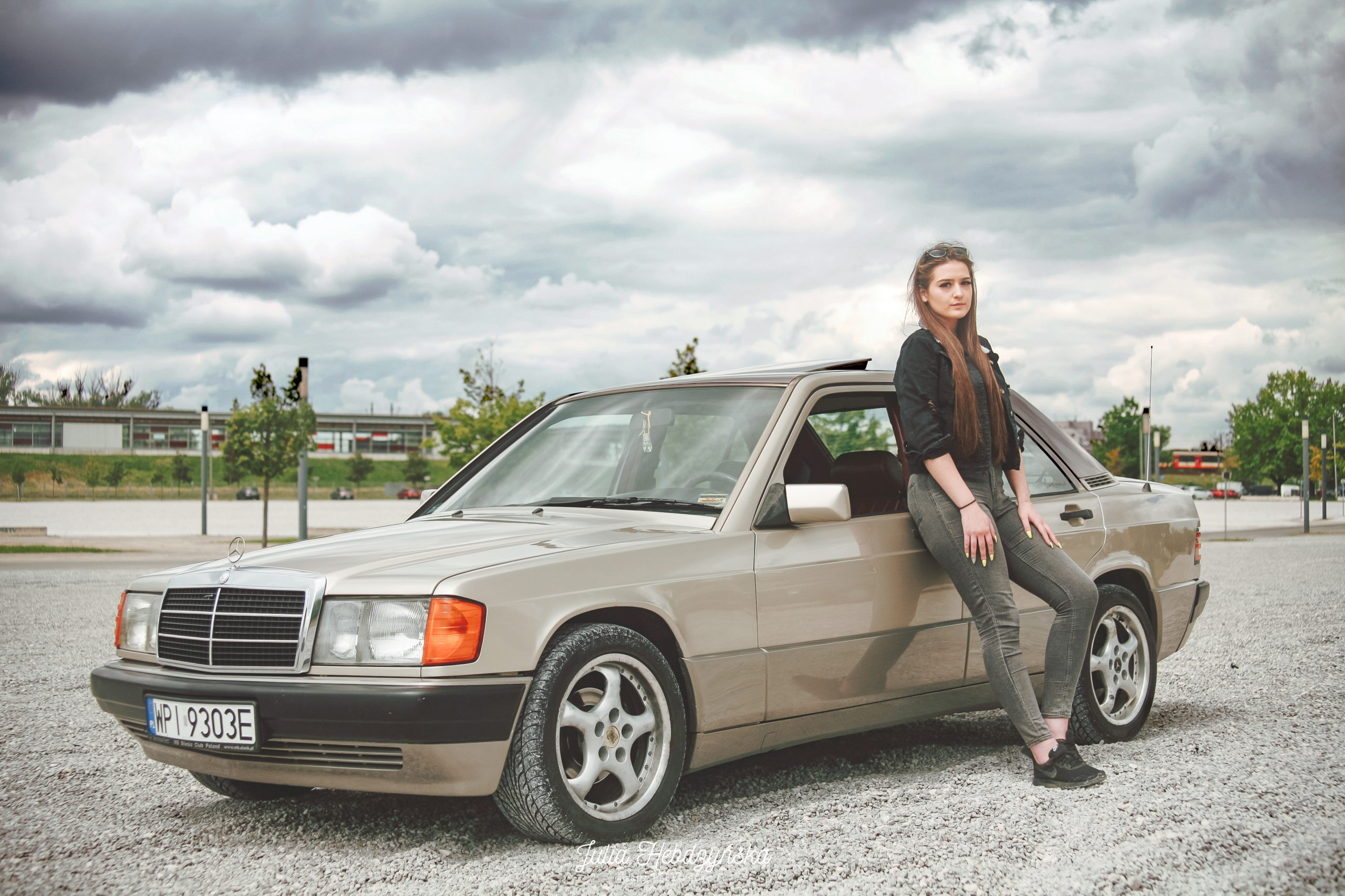 Mercedes W201 Dominiki – oryginalny silnik 2.5 TD robi robotę. I ten bordowy środek!