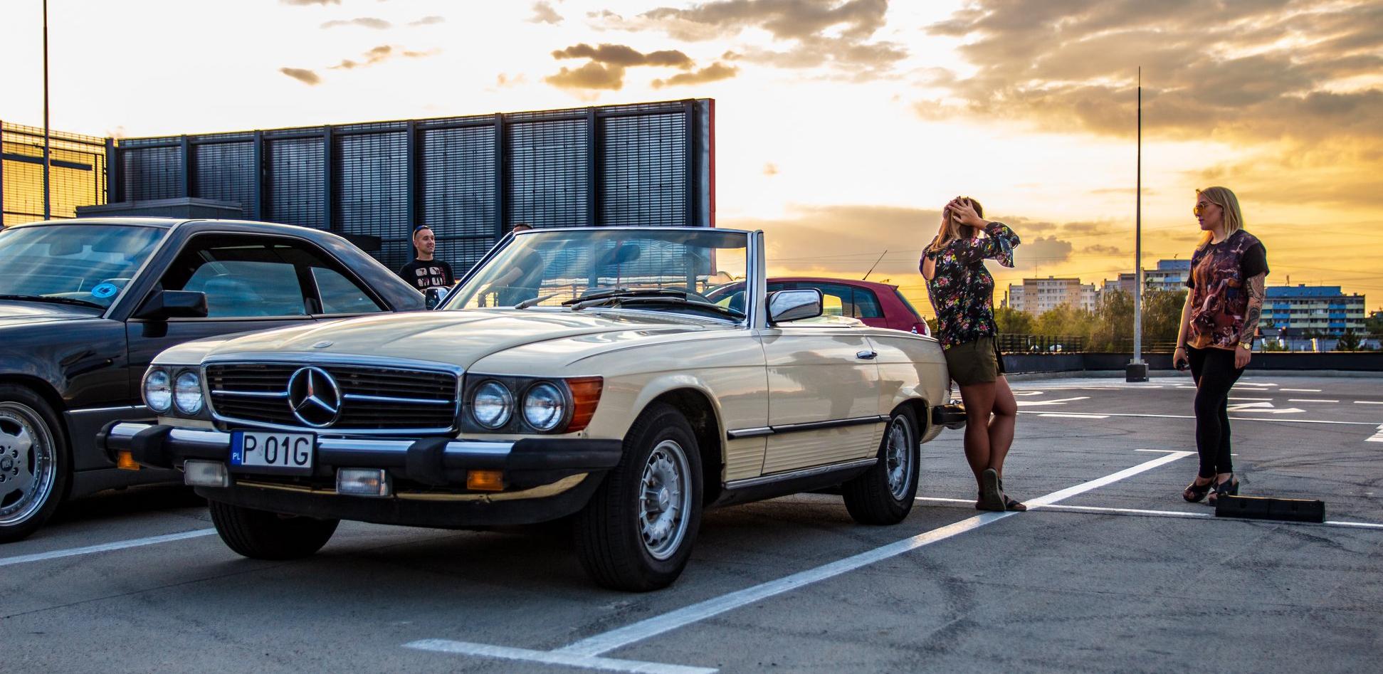 """Mercedes R107 – pasja Justyny towarzyszyła jej od dziecka. Zaczęło się od """"ciężkiego sprzętu""""…"""